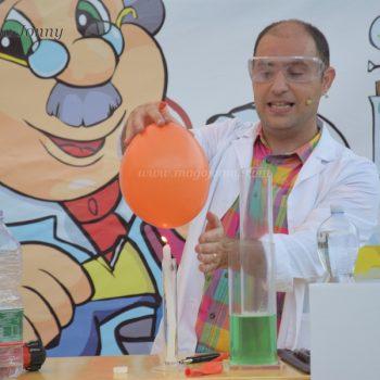 Esperimenti curiosi con oggetti comuni