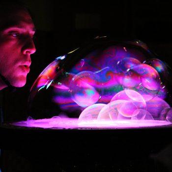 Emozionarsi con bolle di sapone ed effetti di luce