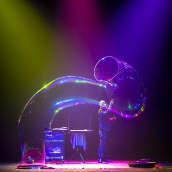 """""""Magic Bubble Show"""" lo spettacolo professionale di bolle di sapone per tutte le età, ideale anche per teatri e grandi eventi"""